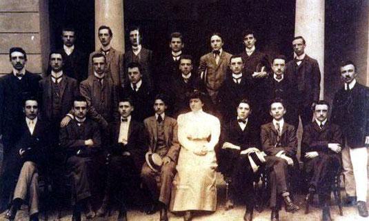 """1903 - Un gruppo di studenti del Liceo classico """"Maffei"""" fonda l'Hellas"""
