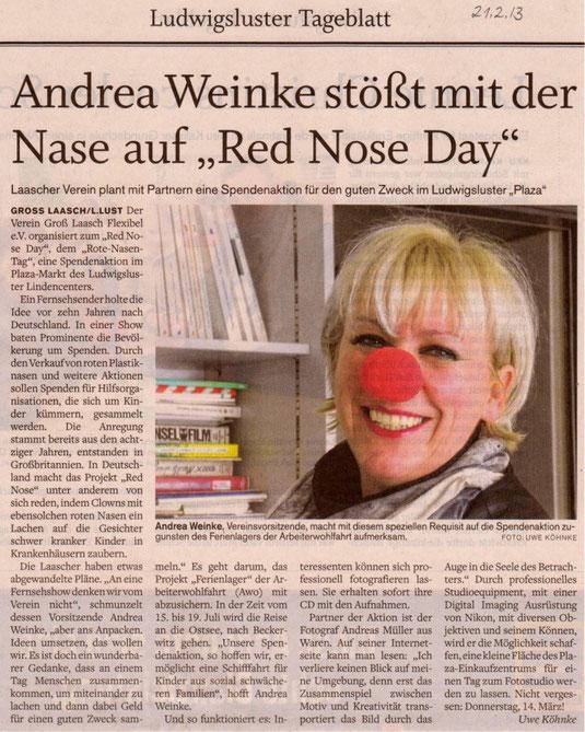 Andrea Weinke, Vereinsvorsitzende, macht mit diesem speziellen Requisit auf die Spendenaktion zugunsten des Ferienlagers der Arbeiterwohlfahrt aufmerksam.uwe köhnke