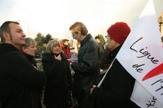 """Autour de Christiane Delpech, Marie-Hélène Boileau, présidente de la section havraise de la Ligue des Droits de l'Homme, Stéphane Hauguel, metteur en scène (""""Bd Jules Durand"""" en 2007) et Marc Hédrich, magistrat."""