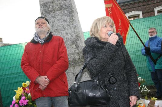 Christiane Delpech, petite-fille de Jules Durand, aux côtés de Pierre Lebas, secrétaire de l'UL CGT du Havre. 25/10/2010