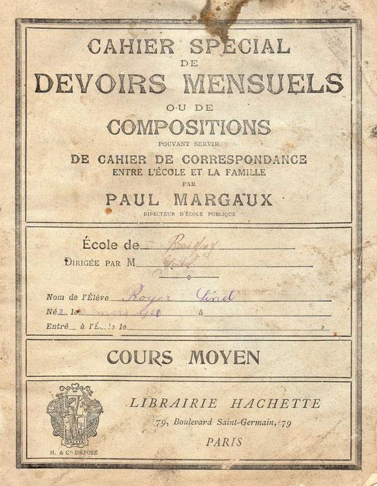 Son cahier de devoirs mensuels à l'école de Résigny, à l'age de 8 ans