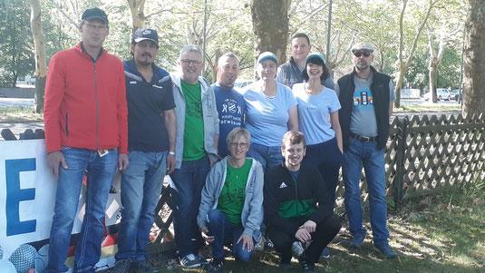 Fünf von 14 Nisa-Teams im Bild