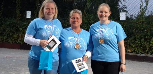Siegerlächeln: Die neuen Landesmeisterinnen Jenny, Birgit und Lea