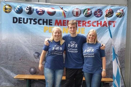Mit den blauen Shirts erneut auf Platz 17: Jenny, Sören und Lea