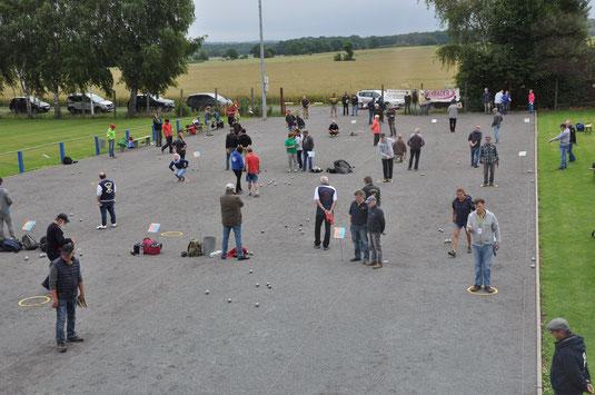 Rappelvoller Boulepark. Der Max & Moritz-Cup lockte wieder viele Spieler nach Wiedensahl