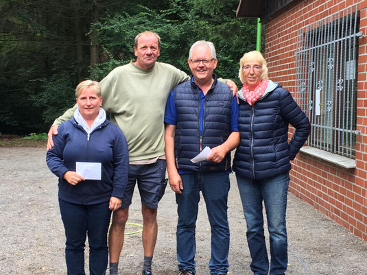 Birgit, Ralph und Ulla mit Turnierleiter Christian Wenthe