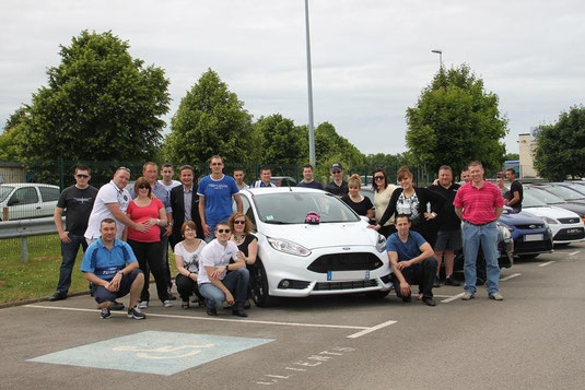 Le Ford RST Team fait la pose