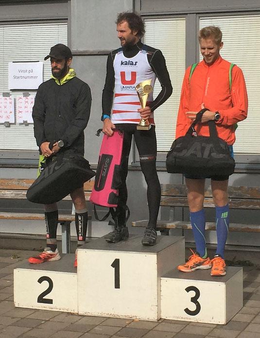 Vinnarna i klassen Herrar 21,5km. 1'a Oscar Olsson, 2'a Kristofer Rosenlund, 3'a Viktor Stenqvist