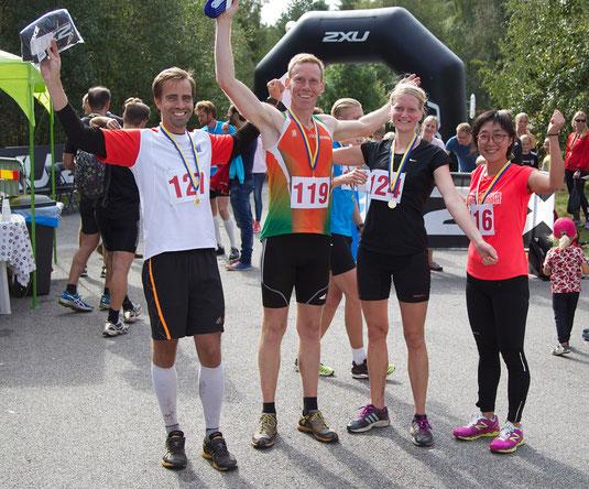 Vinnarna på 12km. Peter Reneby (1'a), Björn Amfors (2'a), Hanna Lundkvist (1'a), Jinhwi Olsson (3'a). Saknas på bilden gör Alexander Karlsson (3'a) samt Andrea Wahlberg (2'a)