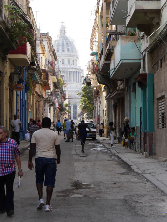 Das Leben findet in Havanna auf der Straße Stadt!  (Foto Jörg Schwarz)