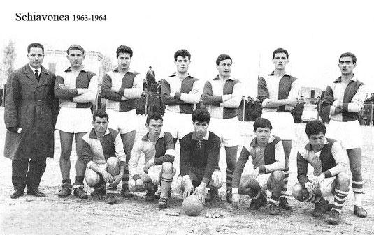 Da sx, P.Cardamone(all.) F. Bruno,L.Arancino,G.Pisani,?,P.Campolo,A.Solano (piegati sulle gambe), G.Bianchi,F.Capoverde,F.Gammaro,R.Serra