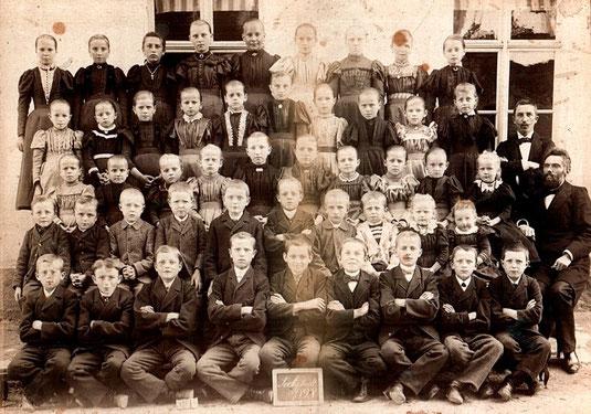 Bild: Teichler Seeligstadt Sachsen Schulklasse 1898