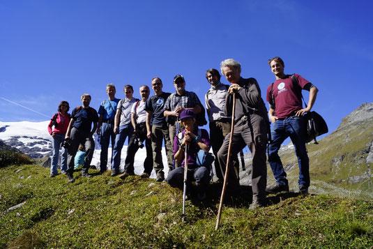 Exkursionsgruppe am Schlatenkees im Gebiet der Venedigergruppe (Nationalpark Hohe Tauern). (Foto: A. Fischer)