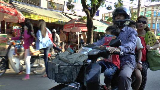 Scène de rue à Phnom Penh