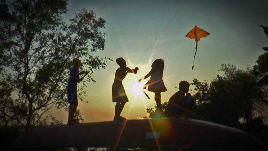 Delta du Mékong. Enfants au cerf volant