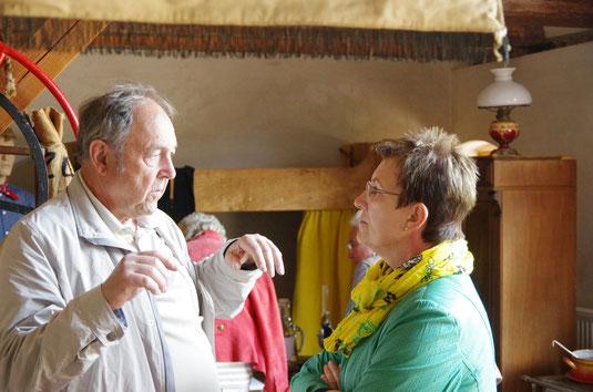 der Ehrenvorsitzende D. Seinsche mit der Bürgermeisterin Frau Mannewitz im