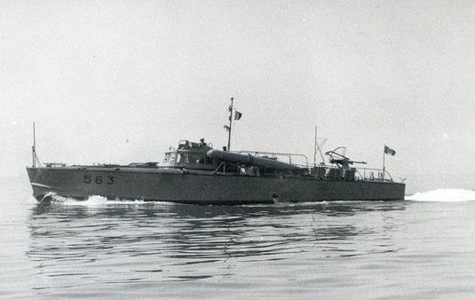 """""""MAS 563"""" im Jahre 1942 (Torpedoköpfe zeigen nach oben) - Foto: Regia Marina"""