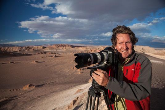 Fotograf Reiner Harscher bei Aufnahmen in Chile