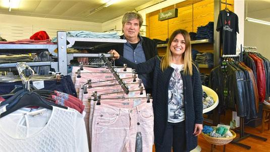 Geschäftsführer Benedikt Ritler und Modeverkäuferin Letizia Blandini