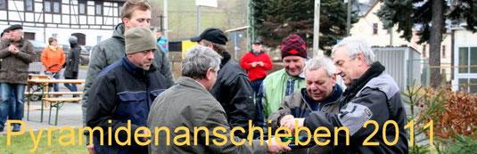 Bild: Wünschendorf Chronik 2011 Pyramidenanschieben 2011