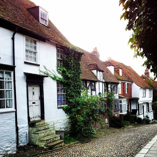"""Una de las calles de Rye/Tilling. Como decía Benson, """"Tilling es una de las localidades más descaradamente pintorescas de Inglaterra"""". Y lo sigue siendo."""