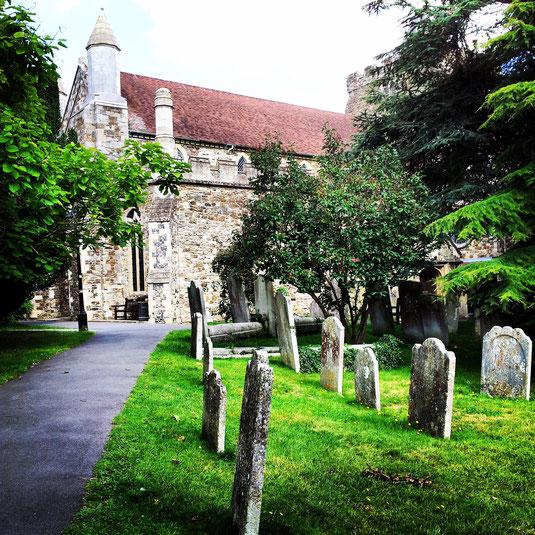El viejo cementerio, junto a la iglesia de St Mary.