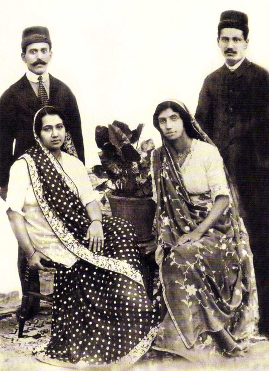 ( left ) Rusi & his wife Khorshed & ( right ) her sister Soona & her husband Dinshaw : Courtesy of the Glow- Int. magazine - Winter 2017 p23