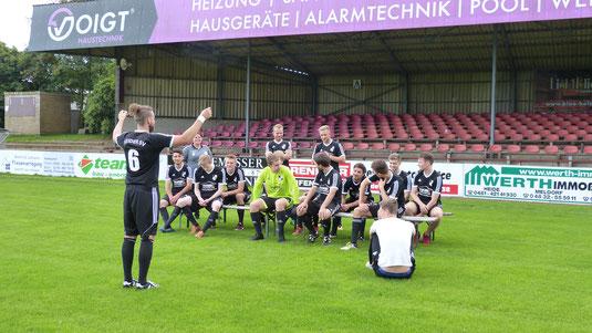 Juli 2017 - Aufstellung zum Mannschaftsfoto der Heider SV U23 - Saison 2017/18!