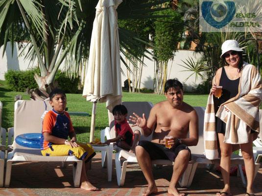 Familias felices en Plaza Pelícanos Grand.