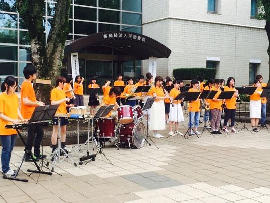 本大学においてオープンキャンパスが行われました。 お越しいただいた学生の皆様には、吹奏楽曲の演奏と応援団の演舞を披露いたしました。