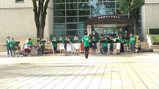 7月17日(日)と8月7日(日)にオープンキャンパスが開催されました。私たちはオープニングと吹奏楽ステージでの演奏をさせていただきました。