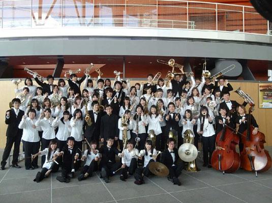 9月20日に行われた第20回西関東吹奏楽コンクールに出場し、銀賞をいただくことができました。多大なご声援と暖かい拍手をどうもありがとうございました。