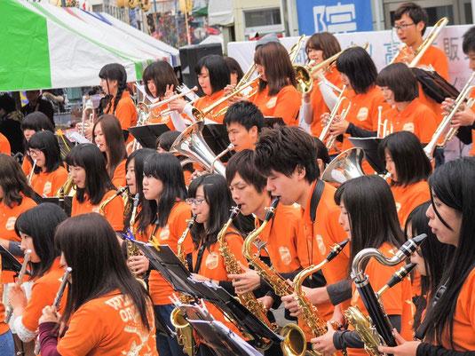 11月21日(土)・22日(日)の二日間、高崎市内で「第8回 熱血!高校生販売甲子園」が開催されました。当部は販売開始のファンファーレや街頭演奏で参加させていただきました!