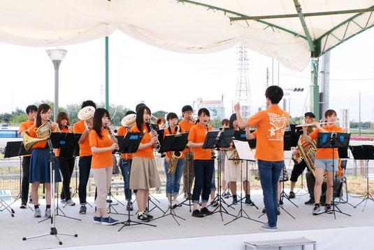 5月5日(木)に道の駅玉村宿において訪問演奏を行いました。今回は、3年生中心のメンバーで演奏させていただきました。好評をいただき、ありがとうございました。