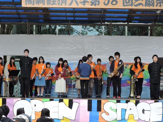 10月31日から11月3日までの4日間、高崎経済大学の学園祭「三扇祭」が開催されました。ステージでの演奏や模擬店での焼きそば販売など、充実した4日間となりました。