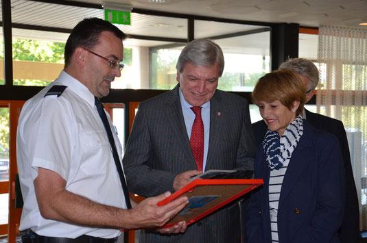 Schirmherr: Ministerpräsident Volker Bouffier (m) mit 1. Vereinsvorsitzenden W. Kreßner (l)
