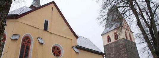 Kirchturm-Denken ausgeschlossen: Die evangelische Kirchengemeinde Girkhausen muss sich künftig nach Norden oder Süden orientieren. - Foto: Sarah Harth