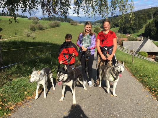 Unsere neuen Fan`s: Diana mit dem Zwerg, Noelia mit Old Merkur und meine Wenigkeit mit Aurelia
