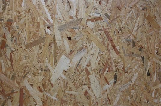 OSB Platten sind baubiologisch nicht unbedenklich (siehe dazu Datenblatt unten) und wurden deswegen komplett durch 3-Schicht-Massivholzplatten ersetzt
