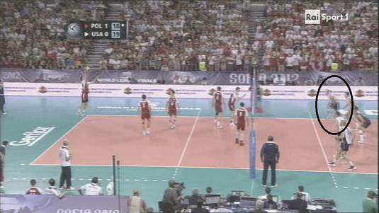 volley - in fase 1, il secondo arbitro fa finta di non vedere l'unica cosa per cui è preposto