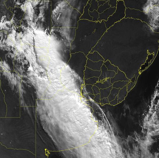 Imagem de satélite mostrando uma frente fria.