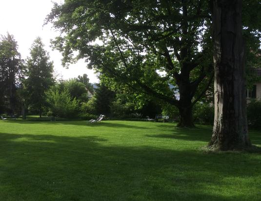 Früschluft-Yoga-Rasen beim Haus 25 (Kantonsspital Aarau)