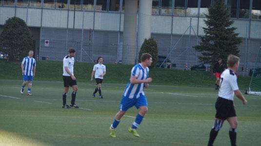 Gorka Christian (Bildmitte in Blau-Wieß) erzielte nicht weniger als 5 Treffer gegen den VFC!