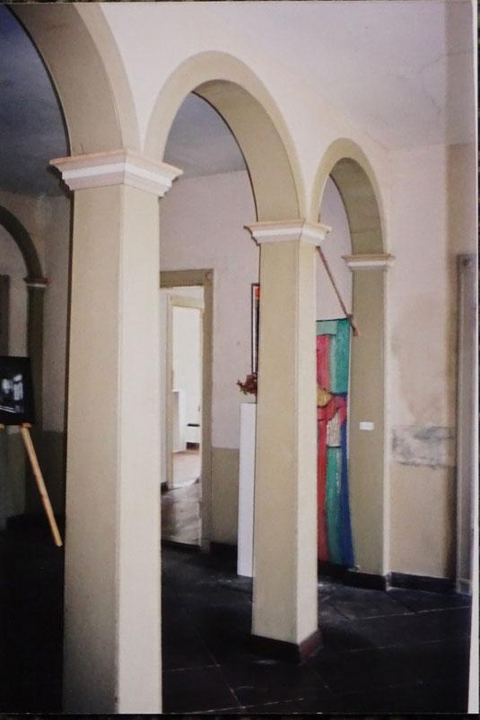 Die erste Ausstellung 1998 in der noch nicht restaurierten Nienburger Str. 5