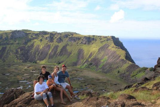 devant le volcan Rano Kau