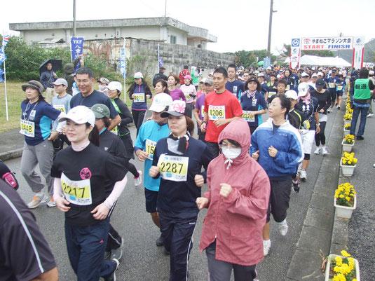 1486人が完走したたやまねこマラソン=11日午後、上原小学校