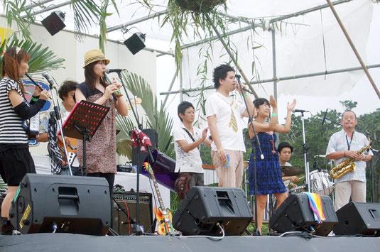 多彩なアーティストたちが出演した西表ミュージックフェスティバル=21日午後、町立交流センター