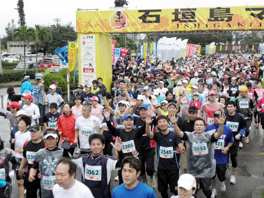 過去最多3181人が完走した石垣島マラソン