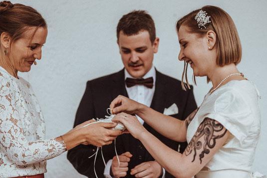 Traurednerin München, Hochzeitsrednerin Bayern, Strauß und Fliege, freie Trauung, Hochzeit Bayern