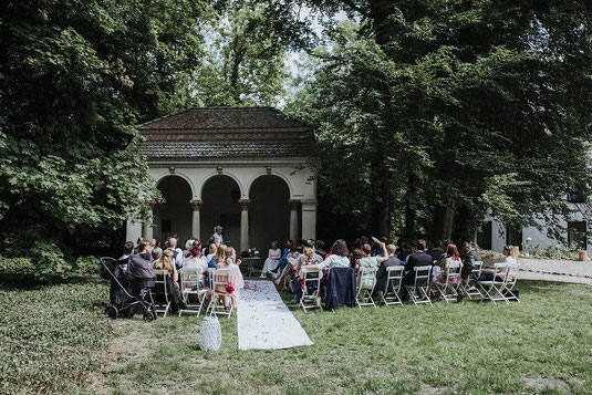 Traurednerin Berlin, Hochzeitsrednerin Brandenburg, Strauß und Fliege, freie Trauung, Hochzeit Berlin
